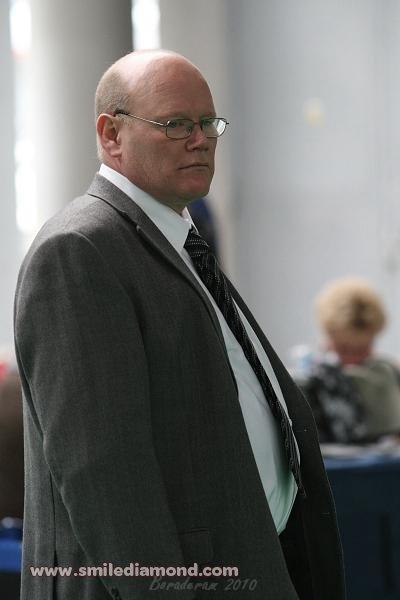 pan rozhodčí Kevin Brown